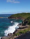 Seaspray sur les roches Photos stock
