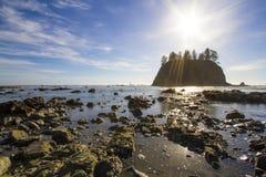 Seastack圣所处于低潮中第二个海滩奥林匹克国家公园 免版税库存照片