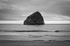 Seastack rock in the Oregon Pacific Ocean Royalty Free Stock Photos