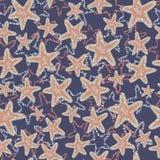 Seastar-Starfishmuster Korallenrote braune hellblaue Seesterne auf einem dunkelblauen Hintergrund Überlagerte Art stock abbildung