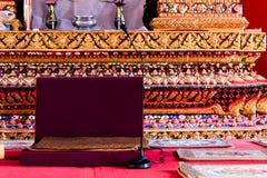 Seat de moine thaïlandais pour l'événement de cérémonie du buddset thaïlandais photo libre de droits