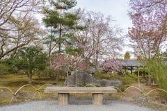 Seat no jardim japonês Imagens de Stock
