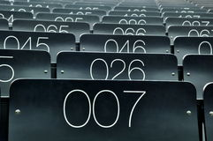 Seat nummer 007 in een lezingszaal Stock Afbeelding