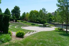 Seating Area Along The Naperville Riverwalk In Downtown Naperville Stock Images