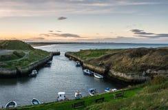 Seaton Sluice Harbour au crépuscule Images stock