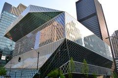 Seattle-öffentliche Bibliothek und -Skyline Stockbild