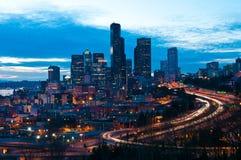 Seattle śródmieście w nocy fotografia stock