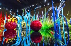 SEATTLE - 26 april, 2016: Opgeblazen glas in abstracte vormen in rood Royalty-vrije Stock Foto