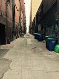 Seattle bakgata med tegelstenbyggnader fotografering för bildbyråer