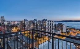 Seattle céntrica en la hora azul Foto de archivo libre de regalías