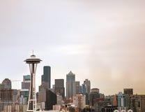 Seattle céntrica según lo visto del parque de Kerry Imagenes de archivo