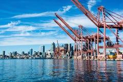 Seattle Citycape uit boot in Elliott Bay wordt genomen dat Royalty-vrije Stock Foto