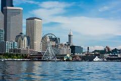 Seattle Citycape uit boot in Elliott Bay wordt genomen dat Royalty-vrije Stock Foto's