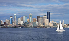 Seattle con la barca a vela fotografia stock libera da diritti
