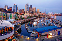 Seattle del centro con le luci notturne Fotografia Stock Libera da Diritti