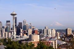Seattle - drijf Vliegtuig dat in Seattle vliegt royalty-vrije stock foto