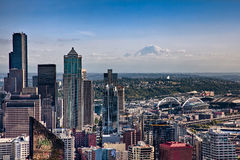 Seattle ed il monte Rainier del centro Fotografia Stock