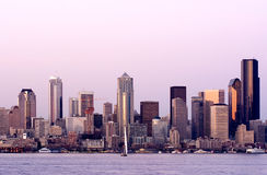 Seattle en la puesta del sol Imágenes de archivo libres de regalías