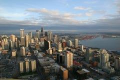 Seattle en la puesta del sol foto de archivo
