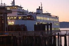 Seattle färja på solnedgången royaltyfri foto