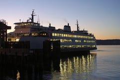 Seattle färja på solnedgången fotografering för bildbyråer