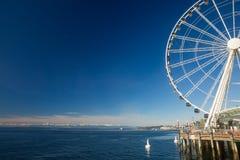Seattle Ferris Wheel et Puget Sound photo stock