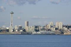 Seattle stadshorisont med utrymmevisaren Arkivbild