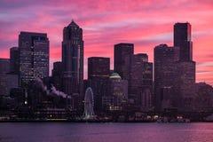 Seattle från vattnet på soluppgång Royaltyfria Foton