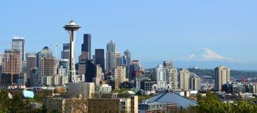 Seattle góry i linii horyzontu Dżdżysty widok od Kerry parka Fotografia Stock