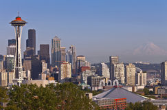 Seattle horisont och Mt rainier Royaltyfria Bilder