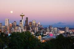 Seattle horisont på skymning fotografering för bildbyråer