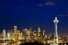 Seattle horisont på skymningen Royaltyfria Foton