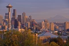 Seattle horisont på solnedgångstaten Washington Arkivfoton