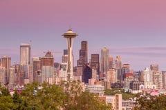 Seattle horisontpanorama på solnedgången som sett från Kerry Park Arkivfoton
