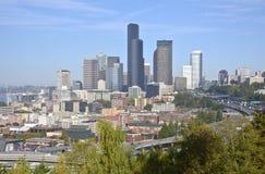 Seattle i stadens centrum modern byggnadshorisont Arkivbild