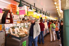 Seattle - marché publique de place de furetage Pike Image stock