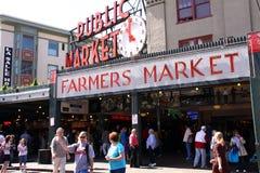 Seattle - marché publique de visite de place de Pike Photographie stock libre de droits