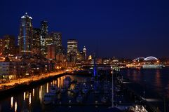 Seattle na noite Imagens de Stock Royalty Free