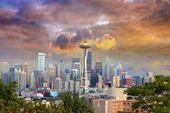 Seattle pejzaż miejski z Burzowym niebem Fotografia Royalty Free