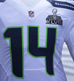 Seattle Seahawks-Teamuniform mit Logo des Super Bowl XLVIII stellte sich während der Woche des Super Bowl XLVIII in Manhattan dar Lizenzfreies Stockbild