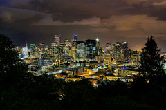 Seattle-Skyline nachts Stockbild