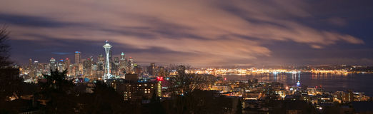 Seattle-Skyline und Puget- Soundpanorama Stockfotografie