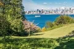 Seattle-Skyline von West-Seattle 2 Stockfotos