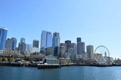 Seattle-Skylineanzeige Acquarium genommen von der Insel-Fähre Lizenzfreie Stockbilder