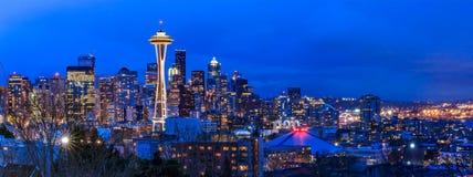 Seattle-Skylinepanorama bei Sonnenuntergang von Kerry Park in Seattle Stockfoto