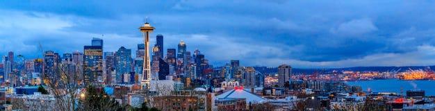 Seattle-Skylinepanorama bei Sonnenuntergang von Kerry Park in Seattle stockfotografie