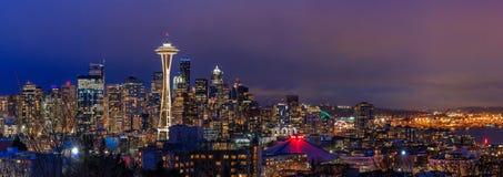 Seattle-Skylinepanorama bei Sonnenuntergang von Kerry Park in Seattle Lizenzfreies Stockbild