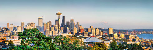 Seattle-Skylinepanorama bei Sonnenuntergang, Washington, USA Stockbild