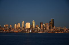 Seattle skylines at night - the view from Alki Beach Royalty Free Stock Images