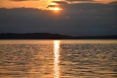 Seattle solnedgång från Alki Beach Royaltyfria Bilder